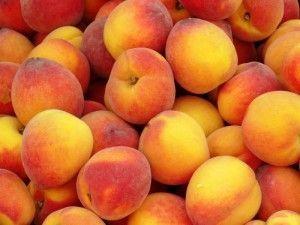 Ароматний і густий персиковий сік