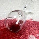 Чим відіпрати вино з тканини - 5 працюючих методів