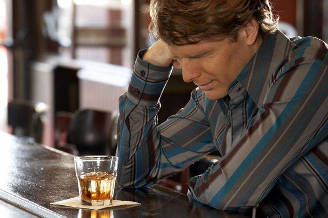 Через скільки виходить алкоголь з крові повністю?