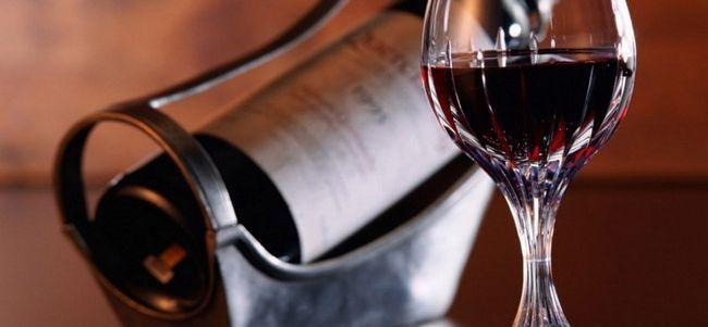 Справжній кагор - це витончене, красиве і дуже ароматне вино.