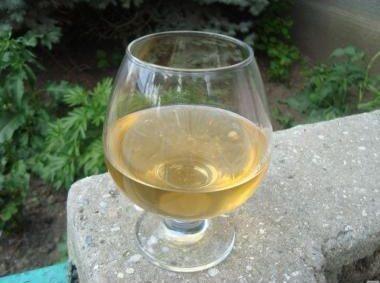 фото вина з білої смородини в домашніх умовах