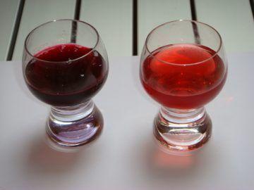 Домашня наливка з червоної і чорної смородини
