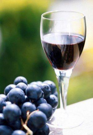 Наливка з винограду з малиною - смачно і дуже-дуже ароматно.