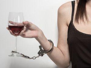 Характерні стадії алкоголізму у жінок