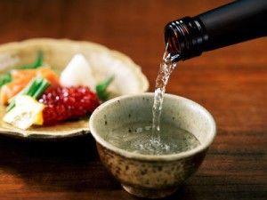 Японський напій саке і коктейлі на його основі