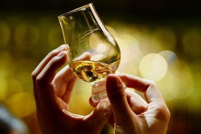 Як правильно пити віскі - коли потрібно не ротом, а з розумом