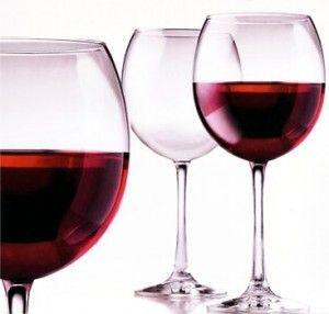 вино в келихах