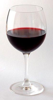 червоне виноградне вино фото