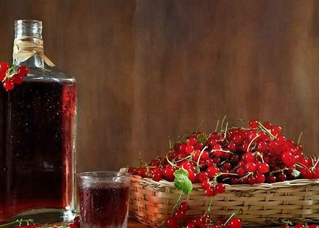 Вино з червоної замороженої смородини з родзинками