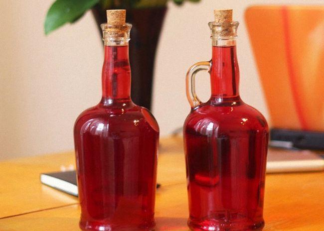 Вино з червоної смородини з цукровим сиропом