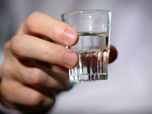 Як слід правильно пити горілку, щоб не нудило?
