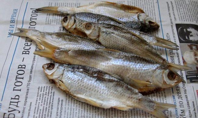 Чим в`ялена риба відрізняється від сухої?