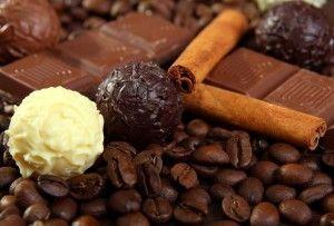 кавові зерна, шоколад і кориця