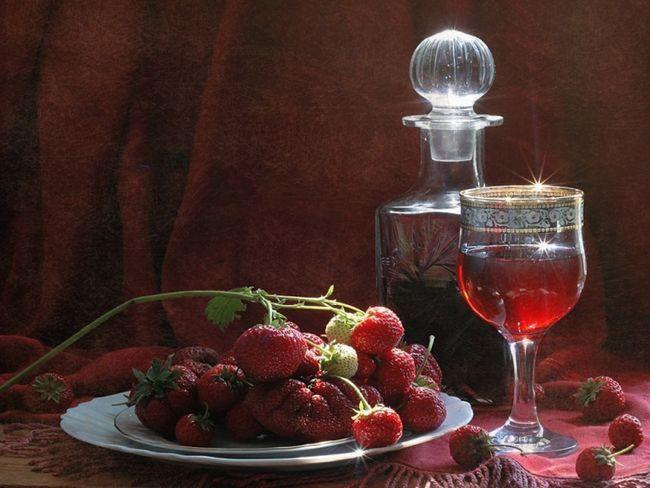 Лікер суничний домашній: 4 рецепта чарівного напою