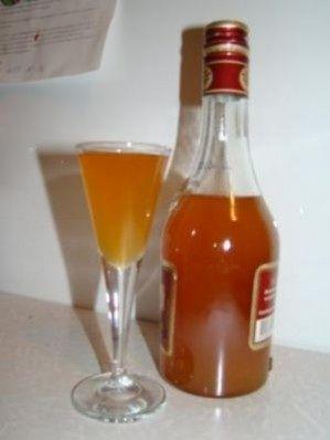 фото наливки з абрикосів з горілкою