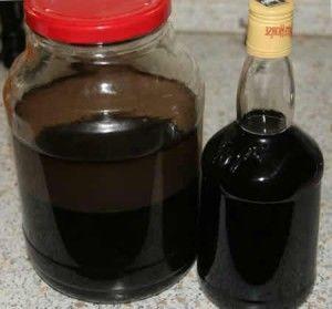 чорний волоський горіх на горілці