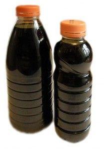 пляшки з темною настоянкою