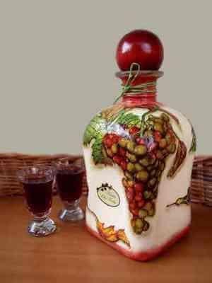Домашня настоянка з винограду - це просто, смачно і красиво!