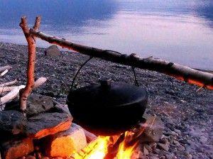Відпочинок на природі - готуємо на вогнищі смачні напої