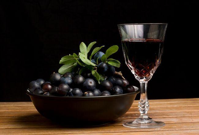 «Ті, що п`ють в тернику»: тернові настоянки на горілці, спирті і анісівка