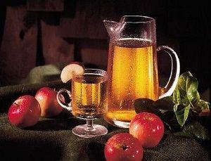 Простий рецепт домашнього вина з яблук