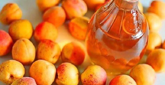 фото настоянки з абрикосів на спирту