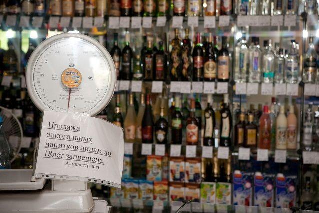 Зі скількох років можна продавати і пити алкоголь?