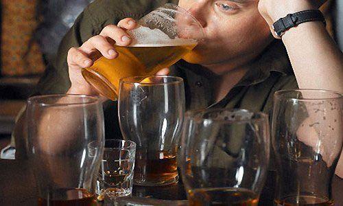 Зі скількох років молодим людям можна вживати алкоголь в росії?