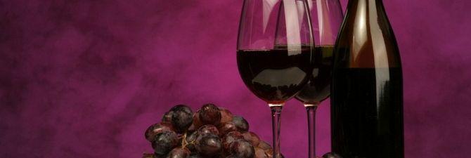 Спиртні напої: червоне солодке вино