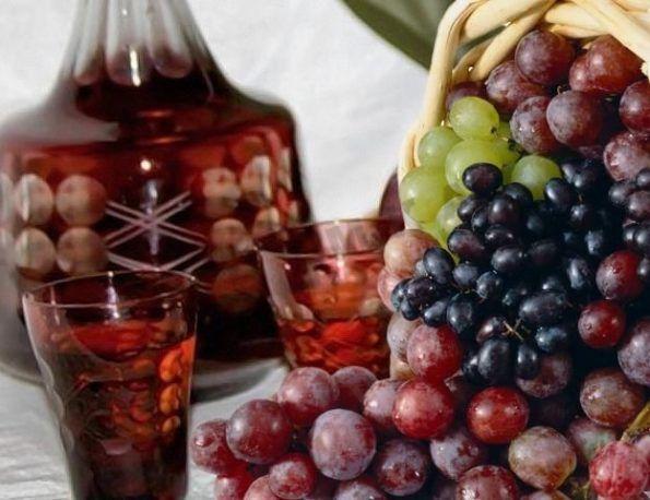 Старовинна виноградна настоянка на горілці