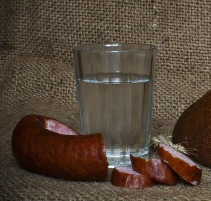 фото готового самогону з ягід глоду