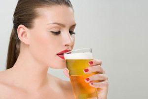 Жінка з пивом