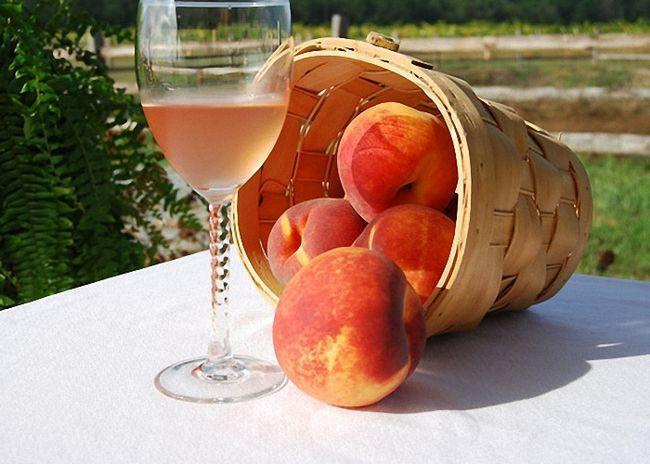 Персикове вино з медом і спеціями