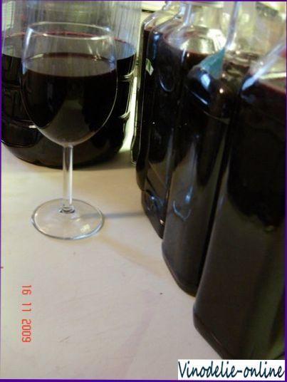 Вино з аронії