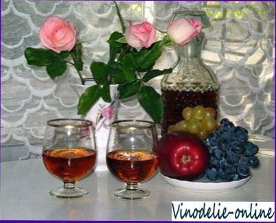 Вино з пелюсток троянд